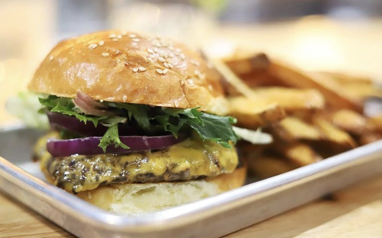 Simpl's simple and delicious burger in South Knoxville